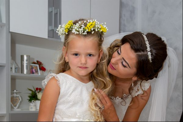 Bride and niece in the wedding day