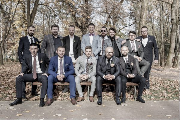 Groom and groomsmen on the banch